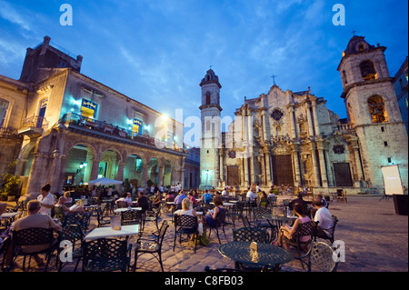 Outdoor dining, San Cristobal Cathedral, Plaza de la Catedral, Habana Vieja Old Town, UNESCO World Heritage Site, - Stock Photo