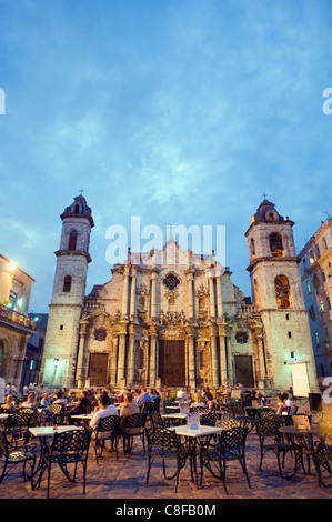 Outdoor dining, San Cristobal Cathedral, Plaza de la Catedral, Habana Vieja (Old Town, UNESCO World Heritage Site, - Stock Photo