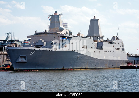 USS San Antonio (LPD-17) - Stock Photo