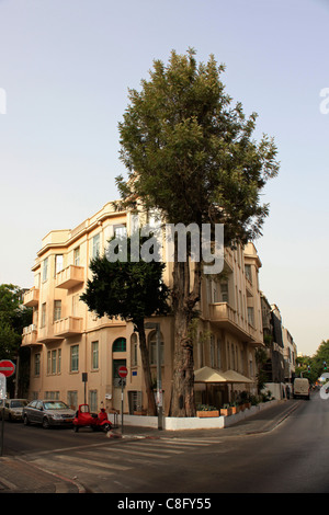 An old building in the International style that emerged in the 1920s & 1930s in Ehad or Ahad Haam street Tel Aviv - Stock Photo