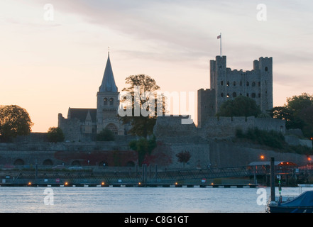 Rochester castle and cathedral on the banks of the River Medway in Kent - Stock Photo