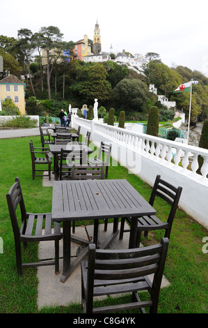 bench and tables hotel portmeirion gwynedd north wales - Stock Photo
