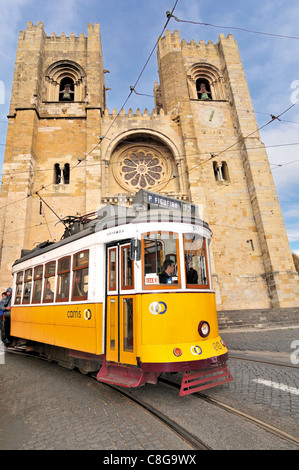 Portugal, Lisbon: Historic tram in front of the romanesque cathedral Sé Catedral in the Alfama - Stock Photo