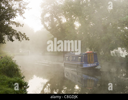 Misty dawn - boat on River Wey Navigation, Pyrford, Surrey, UK. - Stock Photo