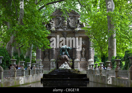 France paris jardin de luxembourg gardens people painting stock photo royalty free image - Fontaine jardin du luxembourg ...