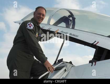 During his visit with the U. S. Air Force Thunderbirds April 15, 2010, at Nellis Air Force Base, Nev., Randy Babbitt, - Stock Photo