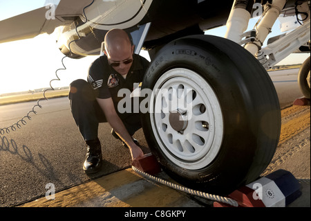 Staff Sgt. Lance Murphy inspects his jet during post-flight maintenance following the Thunderbirds aerial demonstration - Stock Photo