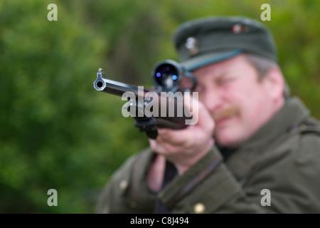Hunter, Rifleman, hunt, go hunting, race, shoot, shoot, aim, firing, gun, weapon, arms, weapon possession - Stock Photo