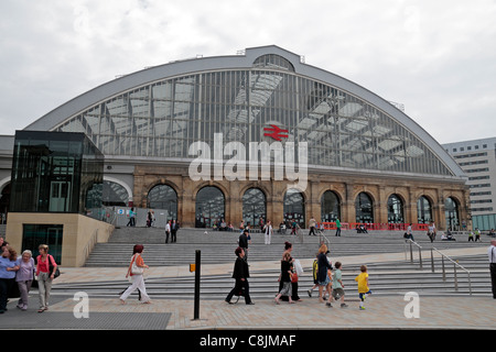 External view of Lime Street Railway Station in Liverpool, UK. - Stock Photo