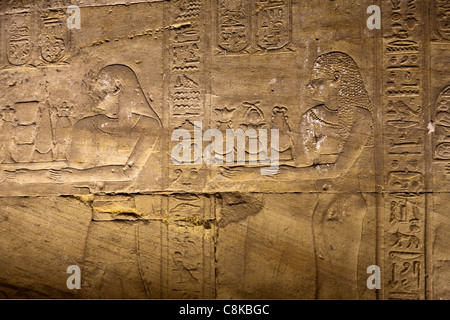 Detail of relief work showing  offerings to gods at the Temple of Horus, Edfu Upper Egypt - Stock Photo