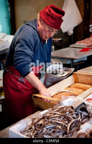 Vendor selling fresh fish at popular fresh produce market, 'Il Capo', in the historic quarter of 'Capo', Palermo, - Stock Photo