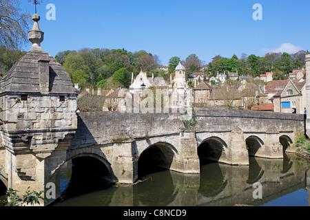 Great Britain, England, Wiltshire, Bradford-on-Avon, Bridge over the River Avon - Stock Photo
