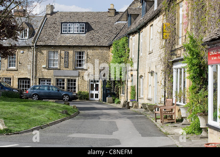 Great Britain, England, Gloucestershire, Stow-on-the-Wold, houses around square - Stock Photo
