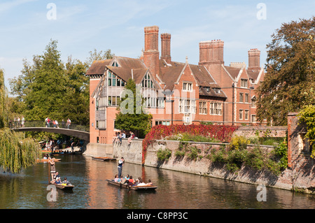 People enjoying the River Cam in Cambridge on a hot October's day. - Stock Photo