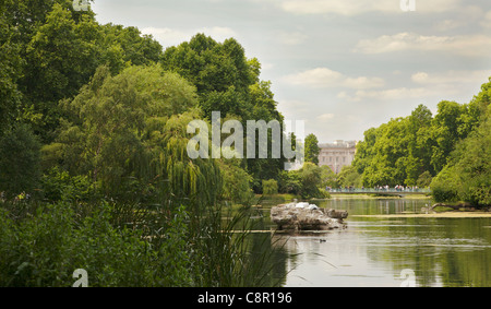St. James's Park Lake with a view of Buckingham Palace on the horizon. - Stock Photo