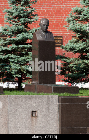 Grave of the former KGB director Yuri Andropov (1914-1984) at the Kremlin Wall Necropolis in Moscow, Russia - Stock Photo