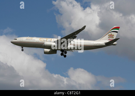 Etihad Airways Airbus A330-200 passenger jet plane on final approach - Stock Photo