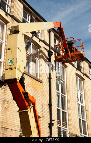 Workman on an access platform, University of Manchester, England, UK - Stock Photo