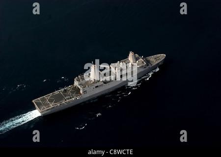 The amphibious transport dock ship USS San Antonio (LPD-17) patrols in the Gulf of Aden - Stock Photo