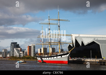 Riverside Museum with the tall ship 'Glenlea' on the River Clyde, at Partick, Glasgow, with the Govan Ferry sailing - Stock Photo