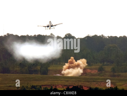 FORT POLK, La. -- An A-10 Thunderbolt II pulls up after destroying a ground target with its 30 mm Gatling gun during - Stock Photo