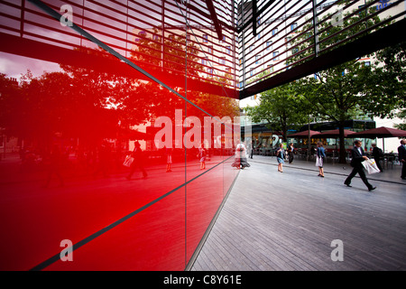 England, Greater London, Southwark. Pedestrians walking past '6 More London Place' office space development near - Stock Photo