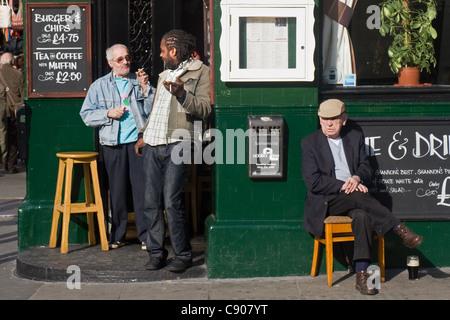 People outside Shannon's pub, Portobello Road, Notting Hill, London, England, UK - Stock Photo