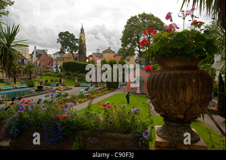 Botanical gardens in the village of Portmeirion founded by Welsh architekt Sir Clough Williams-Ellis in 1926 Portmeirion - Stock Photo