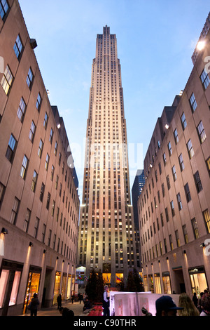 Empire State Building view from the side 381 m architectural office Shreve Lamb and Harmon New York City United - Stock Photo