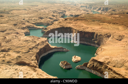 Lake Powell is a man-made reservoir on the Colorado River straddling the border between Utah and Arizona. It was - Stock Photo