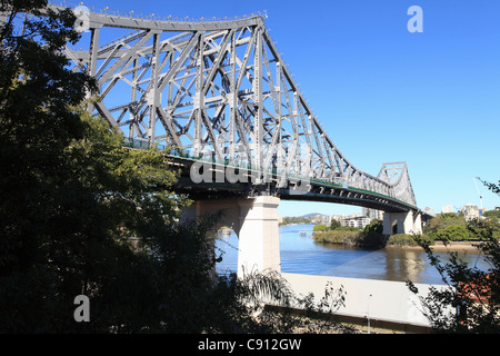 The Story Bridge is a cantilever bridge spanning the Brisbane River. Part of Bradfield Highway 15 it connects Fortitude - Stock Photo