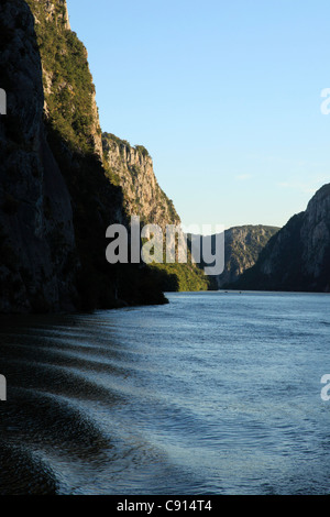 The Iron Gate Gorge is a spectacular deep gorge with high cliff walls on the River Danube dividing the Carpathian - Stock Photo