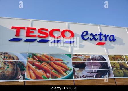 Tesco extra supermarket, Yate Shopping Centre, Yate, Gloucestershire, England, United Kingdom - Stock Photo