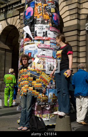 Artists promote their acts along the Royal Mile during the annual Edinburgh Festival of the arts. - Stock Photo