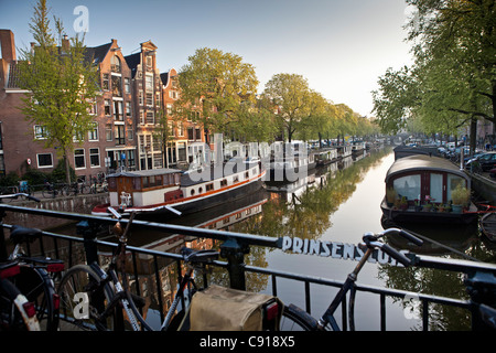 The Netherlands, Amsterdam, 17th century houses and houseboats at canal called Prinsengracht. UNESCO World Heritage - Stock Photo