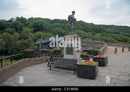 War memorial with the historic Iron Bridge behind, the first of its kind built in 1779, in Ironbridge Gorge, Shropshire, - Stock Photo
