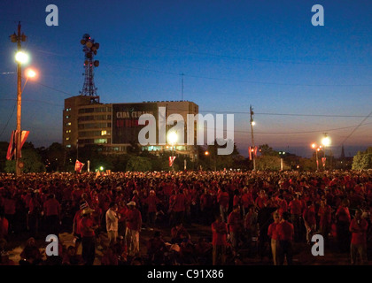 Sun rising on Plaza de la Revolución: people waiting for Commander Fidel Castro's May 1st (International Workers' - Stock Photo