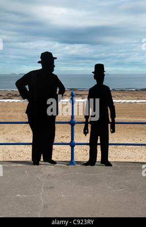 UK, Cleveland, Redcar, Laurel & Hardy silhouettes, Redcar sea front - Stock Photo