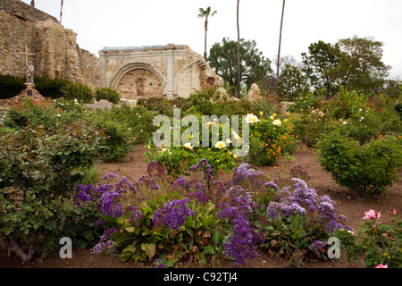 CALIFORNIA - Flowers growing in the gardens at Mission San Juan Capistrano. - Stock Photo