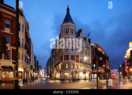 The Shaftesbury Avenue is home of some of the major theatres in London's West End. - Stock Photo