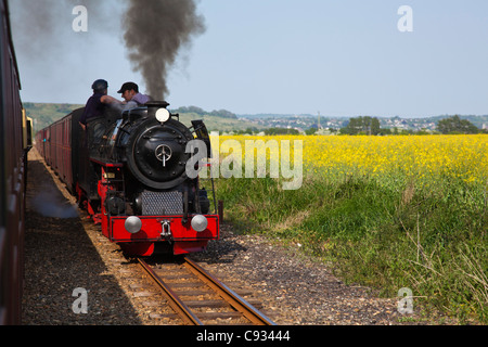 England, Kent, Dungeness.  A minature steam locomotive on the Romney, Hythe & Dymchurch Railway line. - Stock Photo