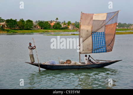 A fishing boat with an improvised sail on the Hooghly River off Kalna. - Stock Photo