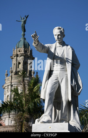 Monument to Cuban national hero Jose Marti at the Central Park in Havana, Cuba. The Great Theatre is seen in the - Stock Photo