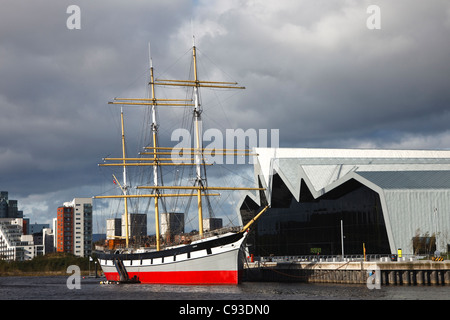 Riverside Museum, with the tall ship 'Glenlea' on the River Clyde, at Partick, Glasgow, Scotland, UK, Great Britain - Stock Photo