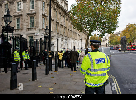Metropolitan Police on duty outside the entrance to Downing Street in London - Stock Photo