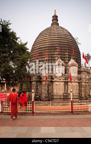 India, Assam, Guwahati, Kamakhya temple, pilgrims in front of the Shikara - Stock Photo
