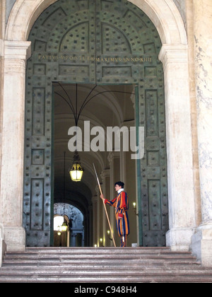 Swiss soldiers of the Swiss Guard at the door to St. Peter's Basilica, Vatican, Rome, Lazio region, Italy, Europe - Stock Photo