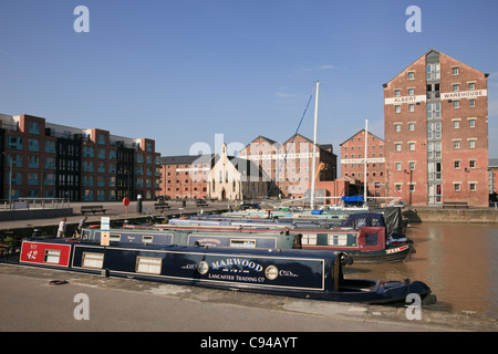 Gloucester Docks, Gloucestershire, England, UK. Regenerated Victoria Dock with narrowboats and old warehouses - Stock Photo
