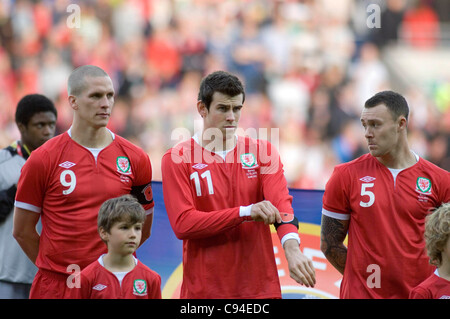 Gareth Bale putting on his black poppy armband. ahead of the Wales v Norway Vauxhall international friendly match - Stock Photo