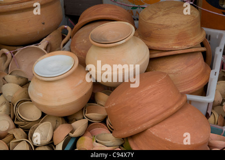 Little India: Serangoon Road pots - Stock Photo